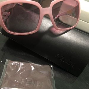 Fendi sunglasses. NWT. Pink